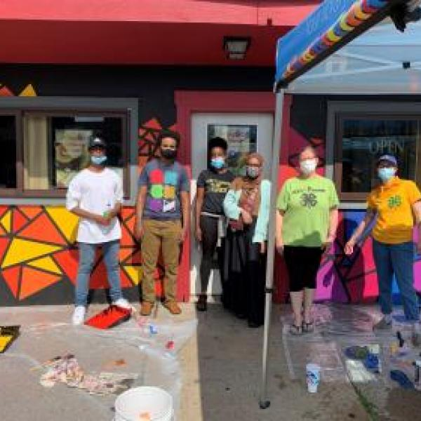 Teens from HCL's 4H-club painting a mural